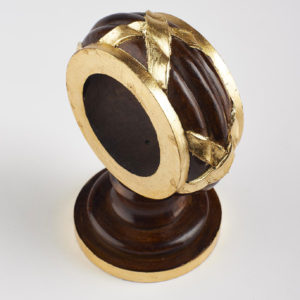 Ribbon bracket, mahogany and gilt